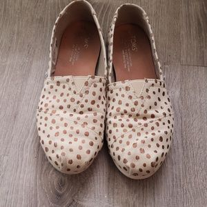 Tom's polka-dot slipon flats
